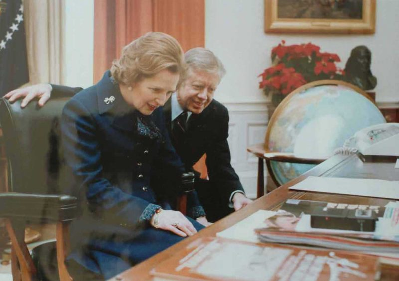 Thatcher_at_Oval_Office_desk_with_Carter